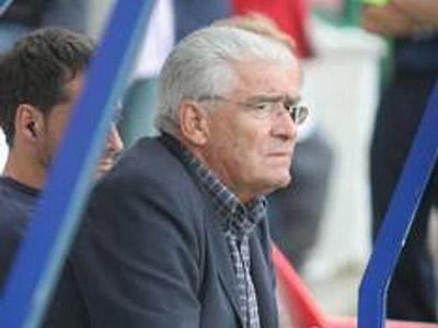 Se va Jabo Irureta ; llega Manolo Villanova. :  ¿ Solución definitiva ?